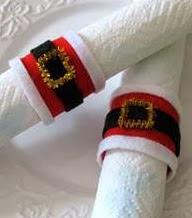 http://www.todomanualidades.net/2012/11/adornos-de-navidad-caseros-servilletero-de-santa/