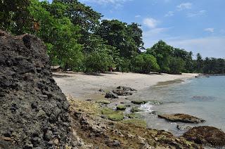 Pantai Guci Kapal Batu