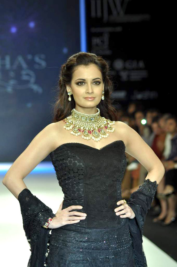 Dia mirza walks the ramp for golecha jewels at iijw 2012 day
