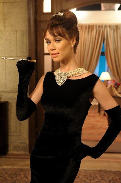 Mariana Ximenez como Audrey Hepburn