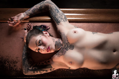 Suicide Girls: Nataschashade - Top Shelf