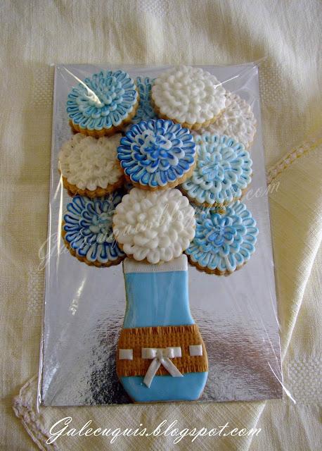Jarrón de flores en galleta decorada en glasa