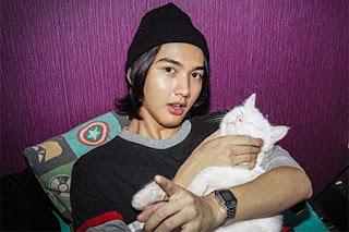 Ari Irham dan Kucingnya