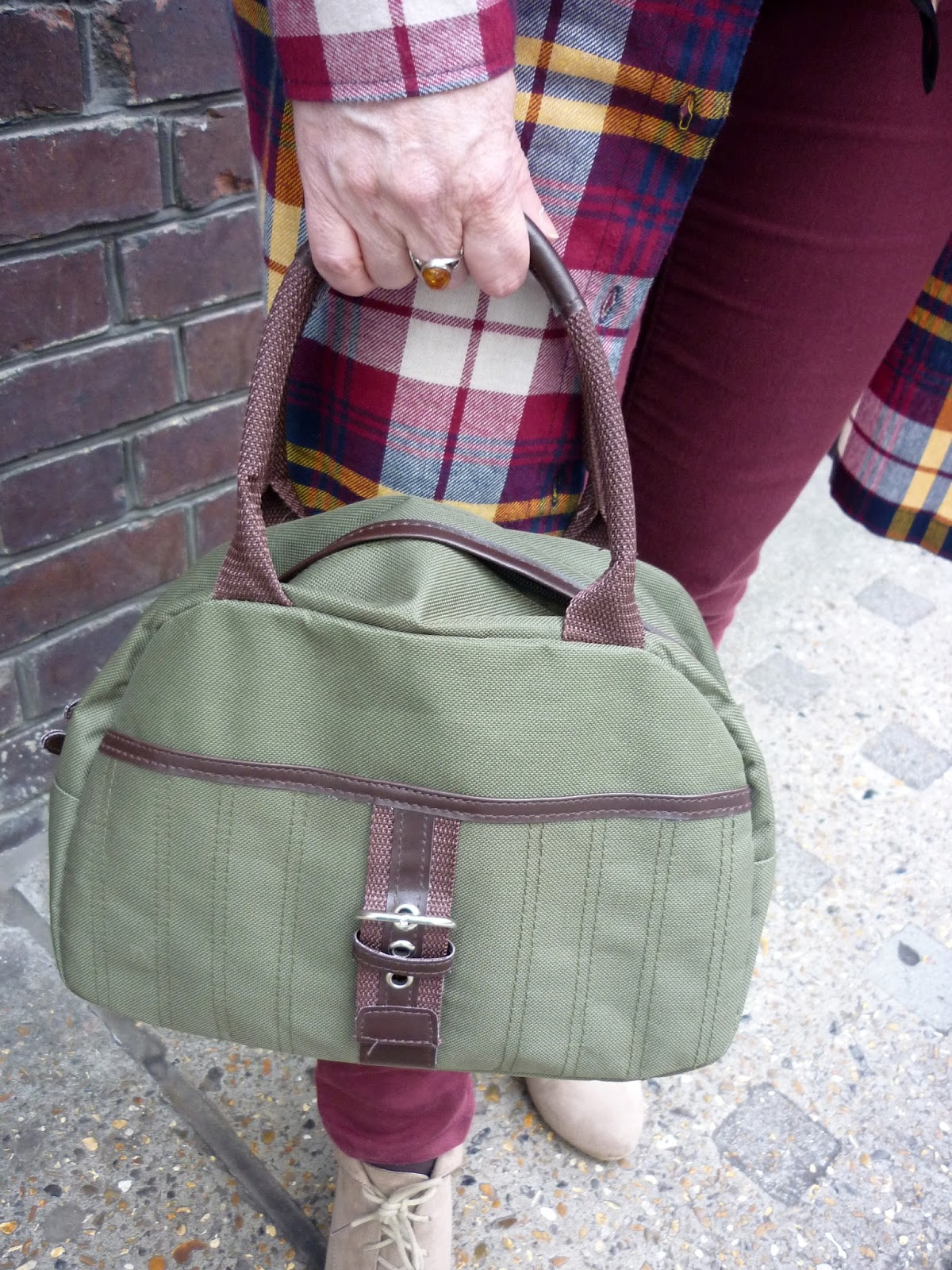 Green Handbag, Burgundy Jeans, Taupe New Look Ankle Boots | Petite Silver Vixen