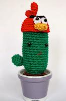 http://crafteandoqueesgerundio.blogspot.com.es/2013/08/patron-cactus-fan-de-angry-birds.html