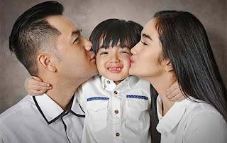 Faby Marcelia dan Keluarganya