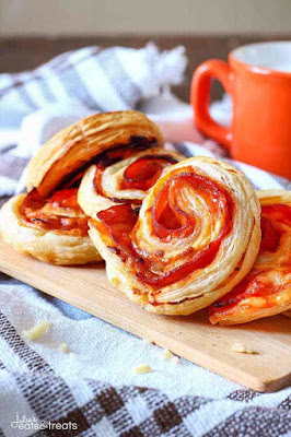 PUFF PASTRY BACON PINWHEELS WITH CHEDDAR