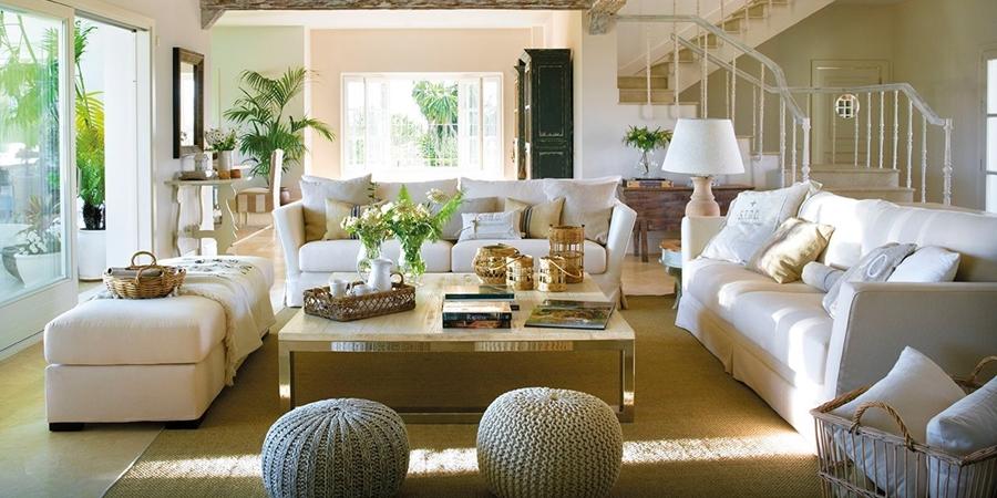 Piękny, przytulny dom z ogromnymi oknami łączącymi salon z ogrodem, wystrój wnętrz, wnętrza, urządzanie domu, dekoracje wnętrz, aranżacja wnętrz, inspiracje wnętrz,interior design , dom i wnętrze, aranżacja mieszkania, modne wnętrza, styl klasyczny