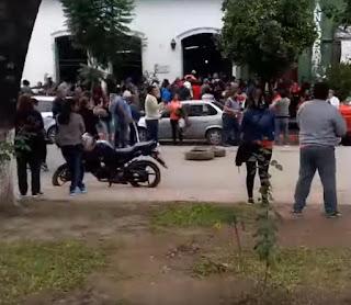 El Ministerio de Desarrollo Social detalló que ya se otorgaron 626 beneficios a vecinos de La Madrid y otras zonas afectadas. Damnificados se manifestaron ayer por presuntas demoras en la entrega de créditos.
