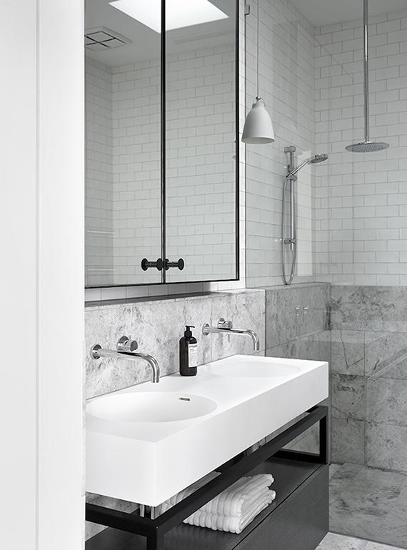 Minimalistic bathroom by Mim Design. Photo by Sharyn Cairns