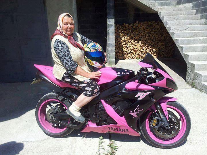 Oma Auf Motorrad