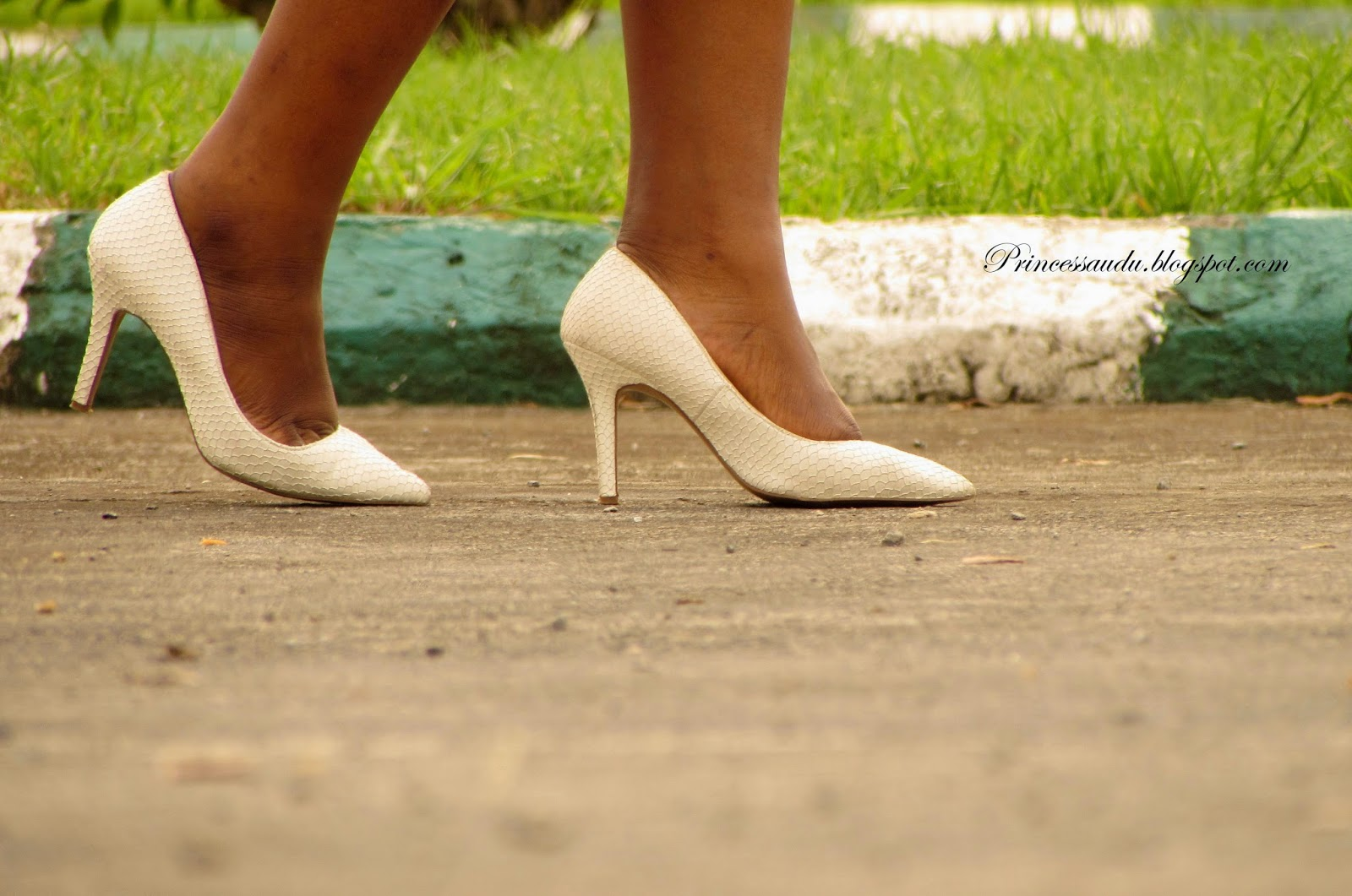 white,pumps, court shoes, closet staple