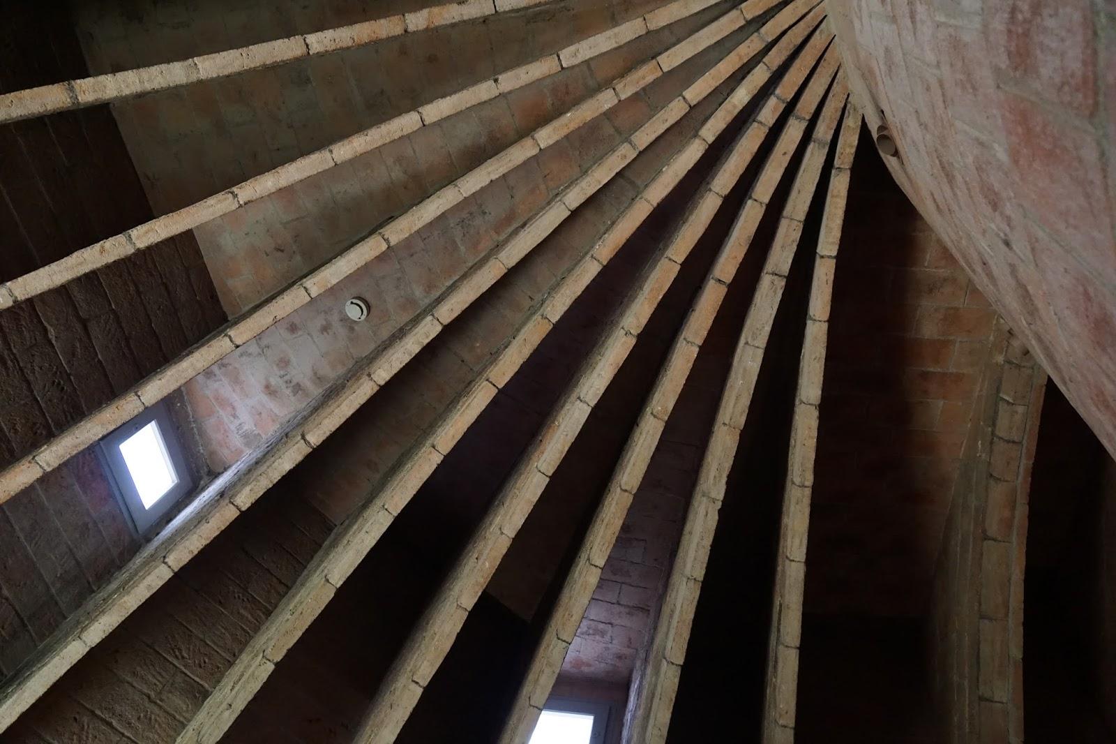 カサ・ミラ(Casa Milà) レンガの構造