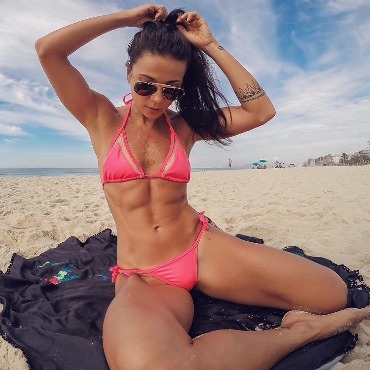 Brazilian fitness model Tabata Chang