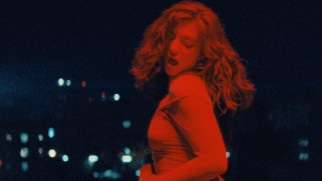 O novo clipe de Lorde é um irrecusável convite para dançarmos e soa como um clássico instantâneo.