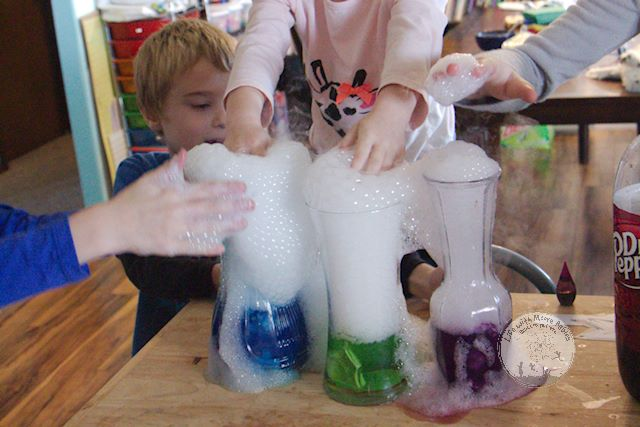 Dry ice science entertains little learners