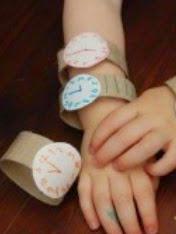 http://manualidadesparaninos.biz/relojes-reciclados-para-ninos/