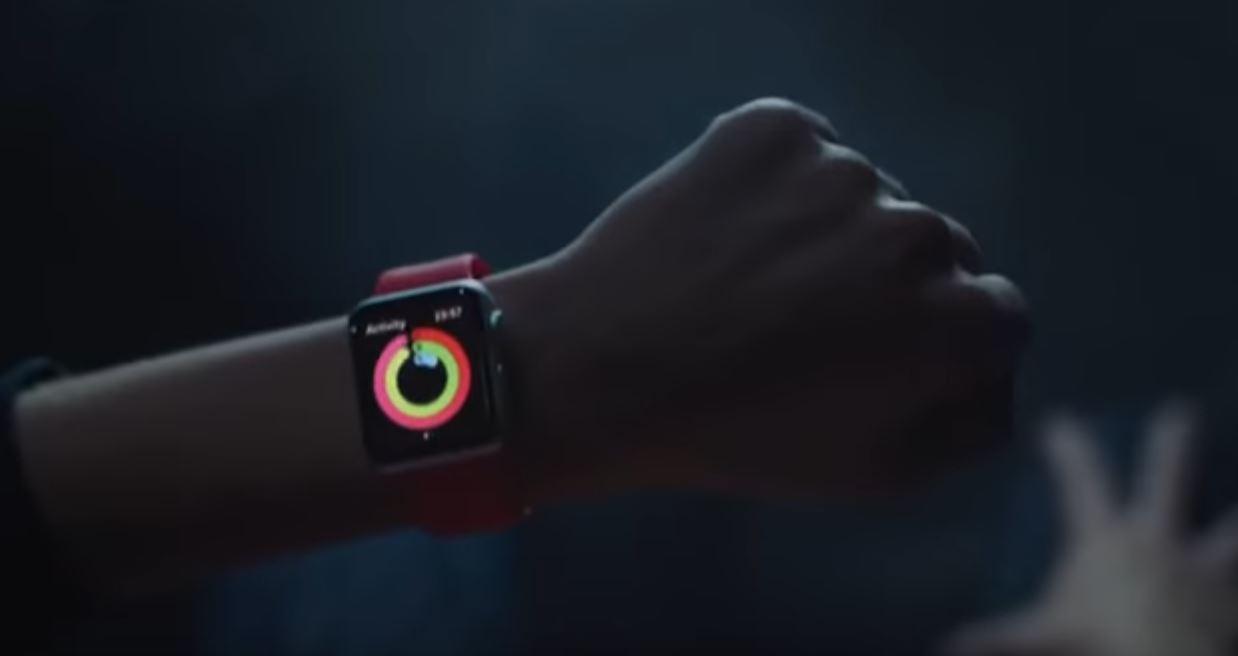 Canzone Apple pubblicità Watch 2 'Regala movimento' con ragazzi e pallone da calcio - Musica spot Natale e Dicembre 2016