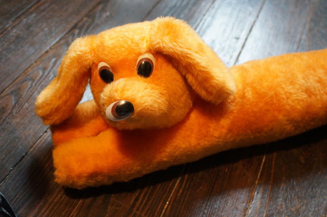 70s 1970s vintage plush dog orange chien de porte