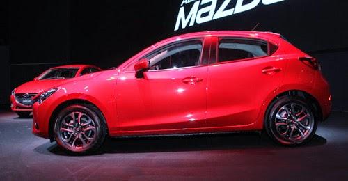 Mazda 2 2015 sở hữu kích thước tổng thể (dài x rộng x cao) là 4.060 x 1.695 x 1.500