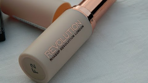 PRVI DOJMOVI: MAKEUP REVOLUTION FAST BASE PUDER U STICKU