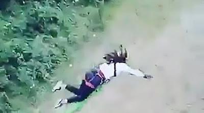 Σοκαριστικό ατύχημα: Βουτάει από γέφυρα 15 μέτρων αλλά το σκοινί του bungee-jumping αποδείχθηκε μακρύ