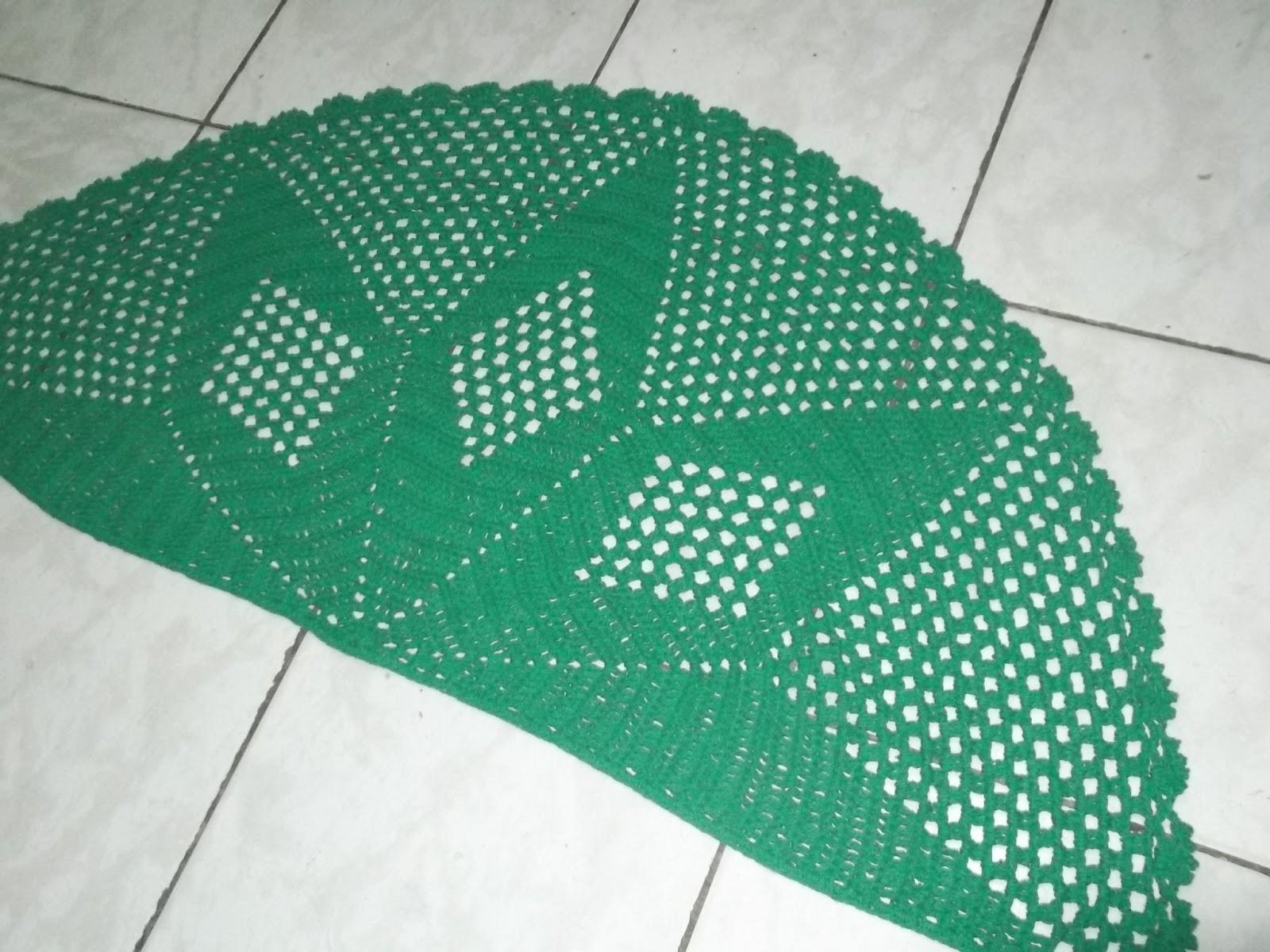 Koizinhas Kon Arty - Crochê   Artesanato  Tapete meia lua - verde ... b9abcd9425824