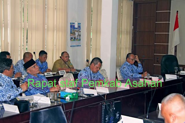 Pimpinan OPD dannstaf yang menghadiri rapat yang dipimpin Bupati Asahan Taufan Gama Simatupang.