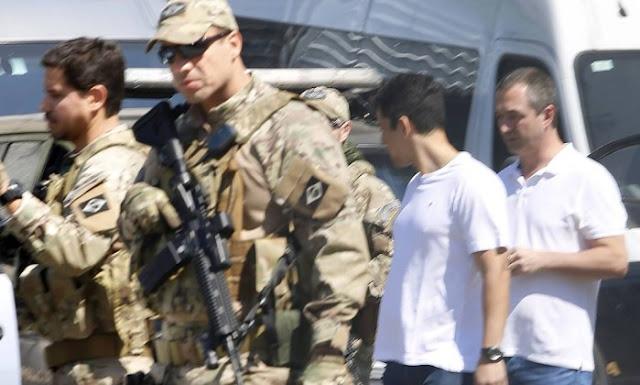 Joesley e Saud deixam sede da Polícia Federal em SP e seguem para Brasília.