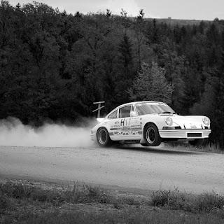 Porsche im Sprung
