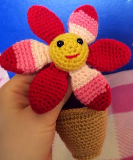 http://translate.googleusercontent.com/translate_c?depth=1&hl=es&rurl=translate.google.es&sl=en&tl=es&u=http://www.lonemer.com/2014/03/smiling-flower-in-pot-free-amigurumi.html&usg=ALkJrhiCV3uifs_zTqAaIqU4O93X_4HSaA