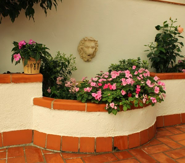 Detalles para decorar un patio o una terraza guia de jardin for Como decorar el patio de mi casa