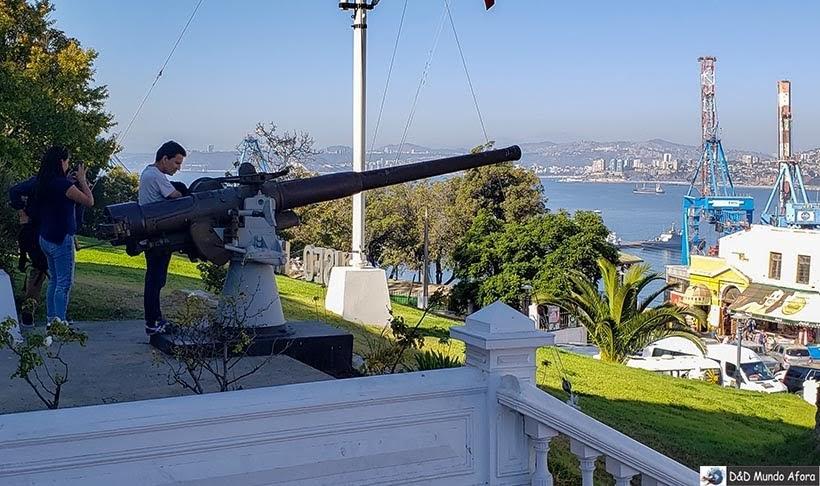 Um dos Canhões do Museu Nacional Marítimo - O que fazer em Valparaíso em algumas horas