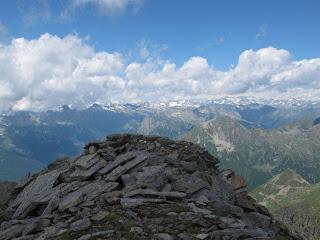 Am Gipfel: In Richtung Westen ist noch einiges zu sehen...
