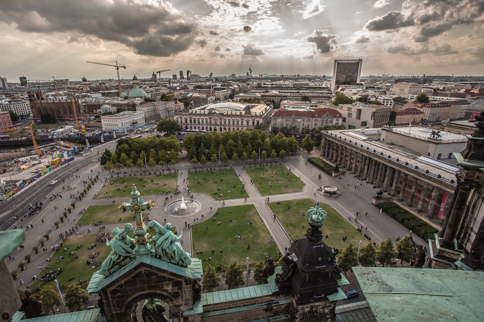 El Lustgarten y el Altes Museum desde la cúpula de la catedral de Berlín :: Canon EOS5D MkIII | ISO100 | Canon 17-40 @17mm | f/5.6 | 1/500s