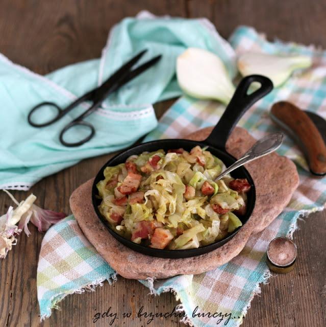 Proste danie na pyszny obiad zasmażana kapusta z dodatkiem boczku wędzonego