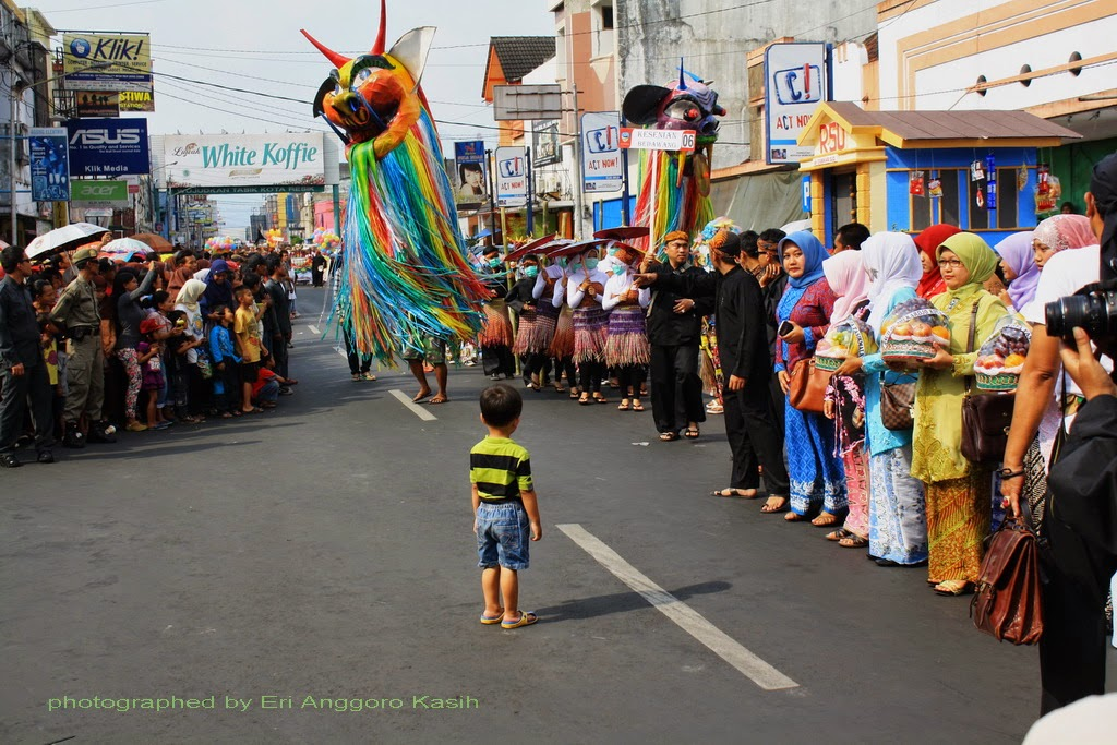 Badawang sedang beraksi di depan para penonton Milangkala Kota Tasikmalaya