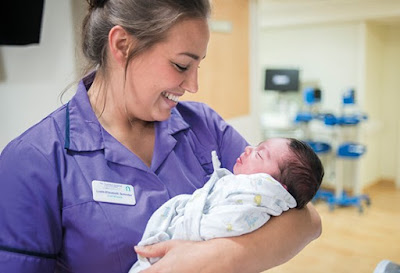 Difference Between Registered Nursing (RN) and Registered Midwifery (RM)