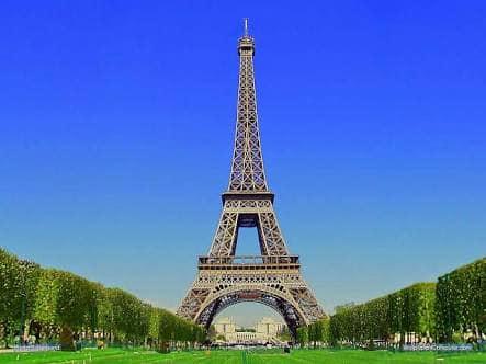 برج إيفل على غرار العتبة الخضراء