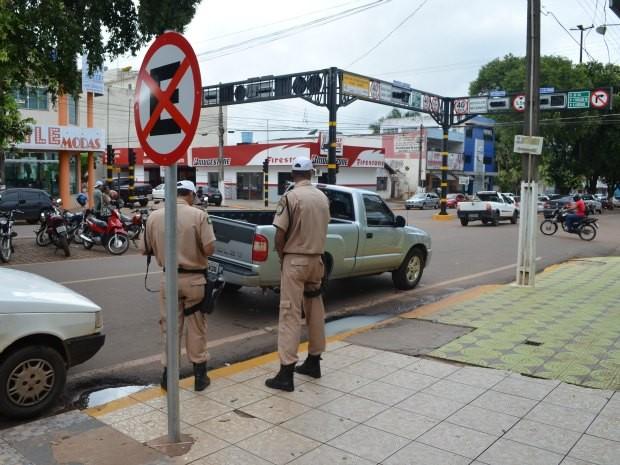 Temer veta projeto que autorizava uso de armas de fogo por agentes de trânsito