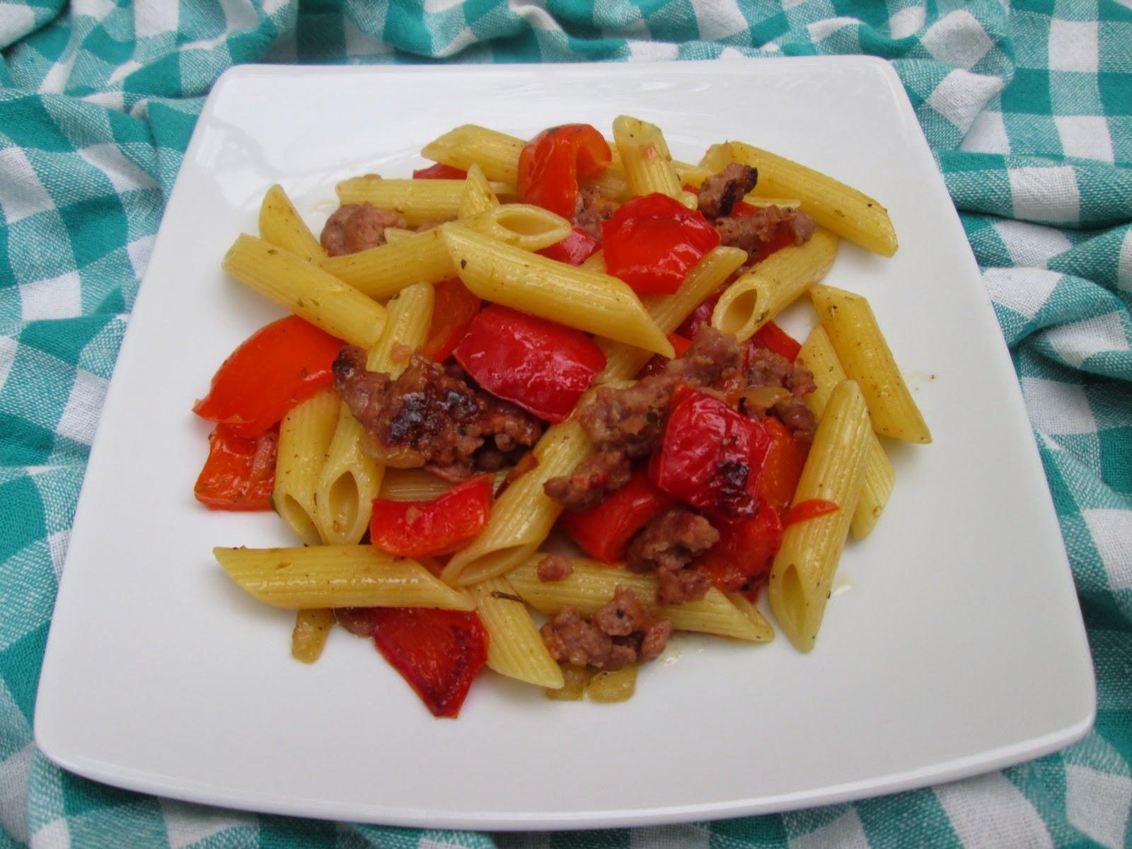 Pasta com peperone e salsiccia)