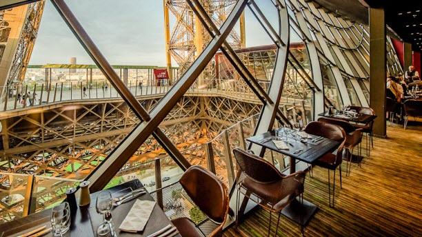 Restaurante da Torre Eiffel em Paris