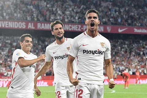 Silva (số 12) đã ghi cú đúp vào lưới Real Madrid.