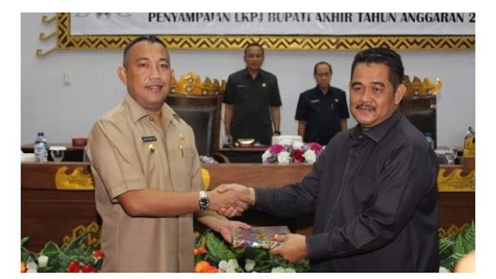 Bupati Umar Ahmad Serahkan LKPJ Ke DPRD