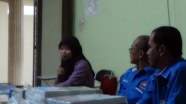 PD III Fakultas Ilmu Budaya UNILAK, Iik Idayanti memerikan kesempatan seluas-luasnya kepada Tim INPRASA untuk berkolaborasi dengan para Mahasiswa menggelorakan semangat literasi