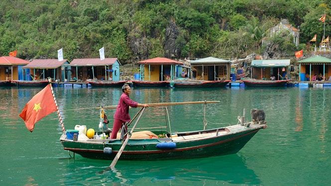 Chiêm ngưỡng làng chài đẹp nhất thế giới trên vịnh Hạ Long -9