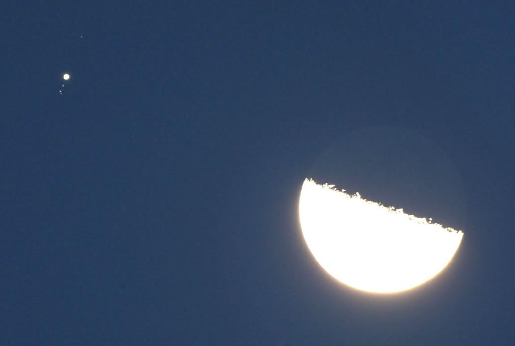 INFORMATION AT INTERNET: Close Pairing of Moon & Jupiter ...