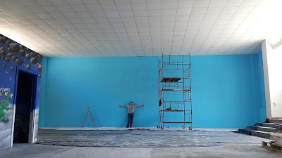 Malowanie obrazów na ścianie, malowidło ścienne w sali zabaw, malowanie ścian w bawialni