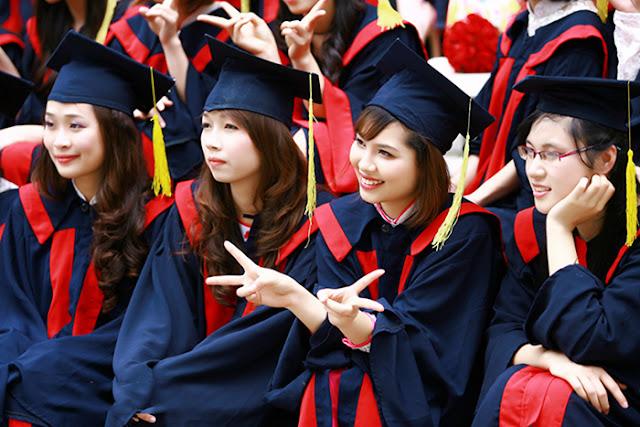Cuộc sống ổn định nên làm bằng đại học giả