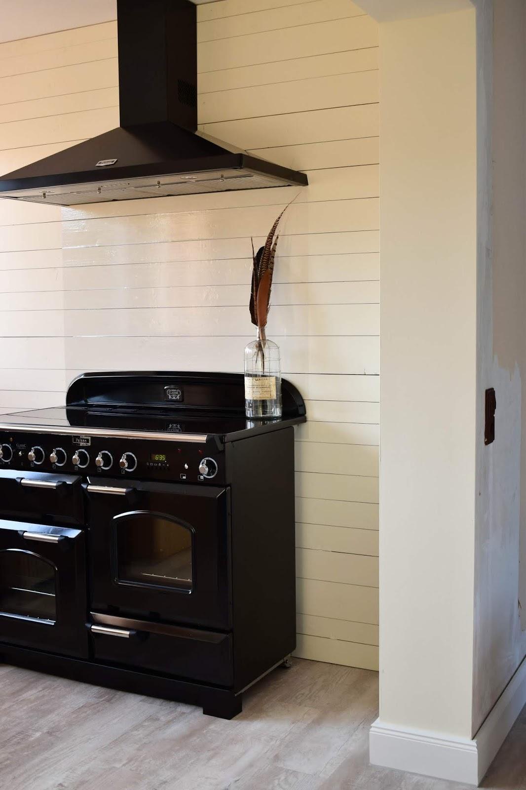 Einfacher und günstiger Spritzschutz für die Küche | ECLECTIC HAMILTON